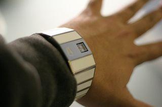Watch-and-hand-Drustar-flickr